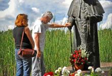 Pomnik św. Jana Pawła II w Studzienicznej, fot. J. Koniecko